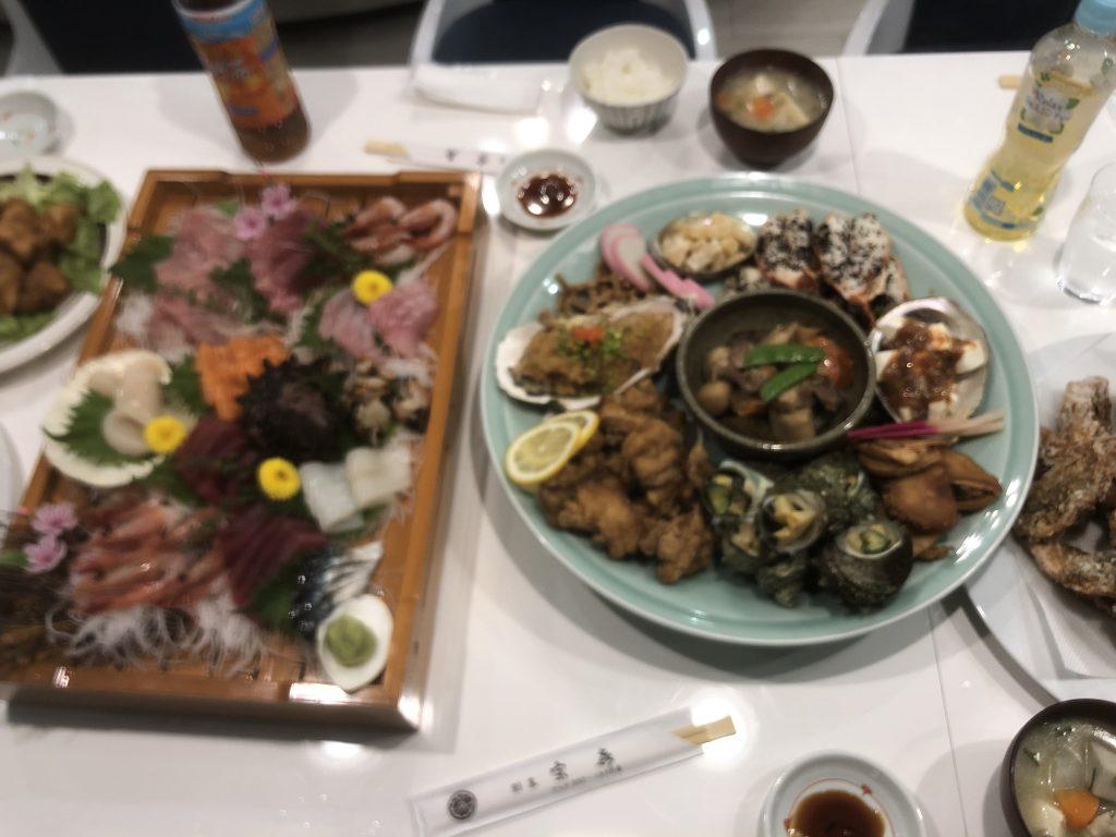 夕食は出前と本日獲った魚と貝